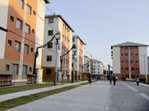 conjunto de casas, representando o crescimento do financiamento imobiliário em 2021