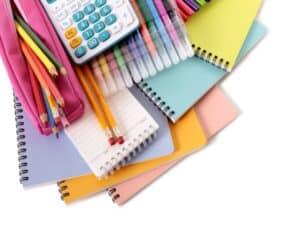 foto com vários itens do material escolar 2021