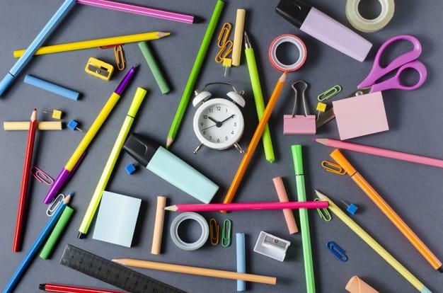 Escolas não podem cobrar taxa de material ou exigirem a compra do material escolar 2021 em uma loja específica
