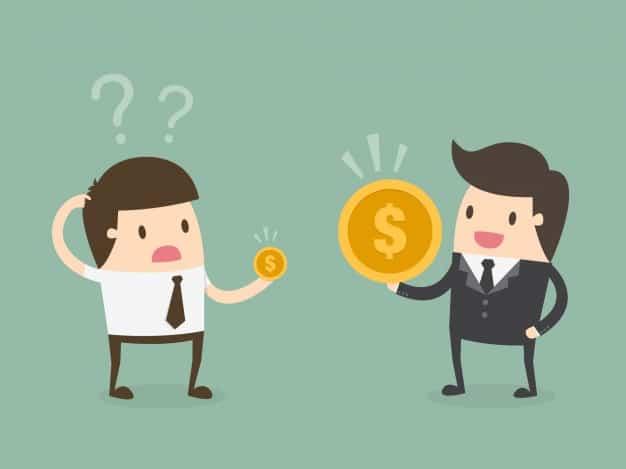 Duas figuras comparam moedas de tamanho diferentes