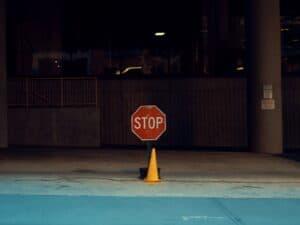 placa de pare representando stop loss