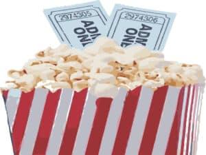 saco de pipoca de cinema com dois ingressos para o cinema aparecendo atrás