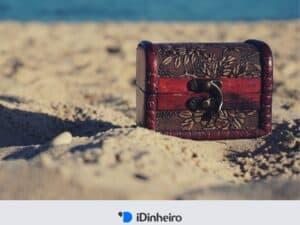 baú de tesouro na areia representando o tesouro prefixado
