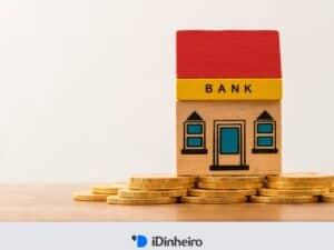 banco montado com blocos e moedas ao redor
