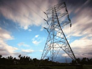 torre de transmissão de energia elétrica, representando tarifa elétrica 2021