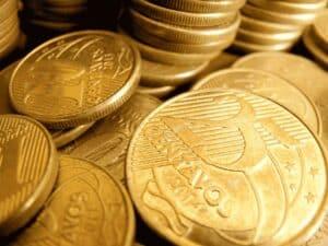 moedas de real, representando câmbio desvalorizado
