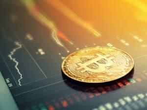 moeda dourada com símbolo do bitcoin, representando preço do bitcoin