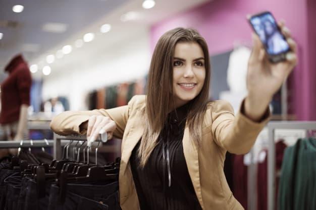 influenciadores digitais ganham dinheiro pelo celular