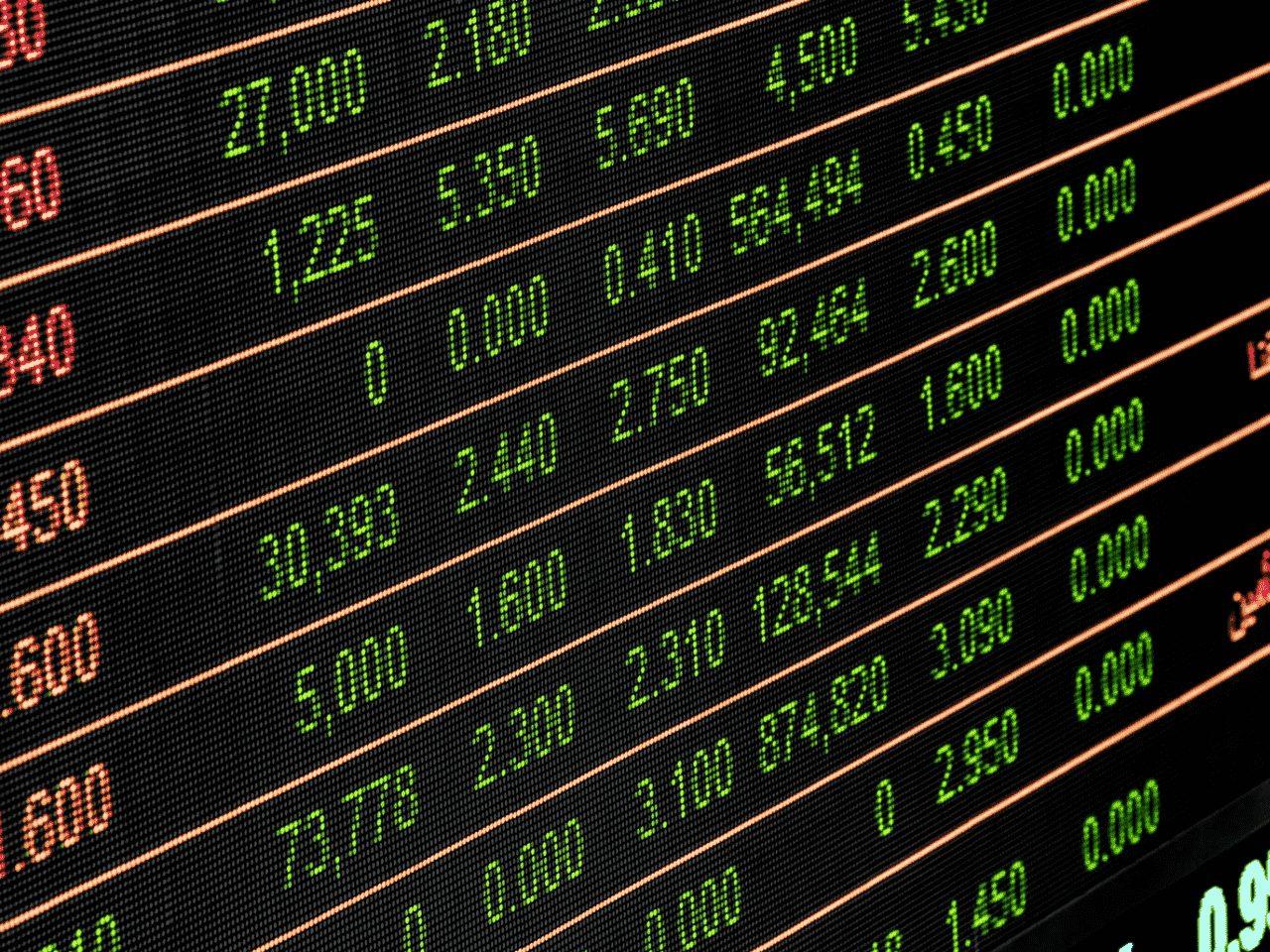 tabela com números, representando recorde bolsa de valores