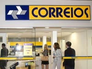 Agência dos Correios representando privatizar 100% dos Correios.