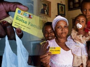 Beneficiários e cartão do Bolsa Família, beneficio que será substituído pelo novo programa social do governo, representando PEC do novo programa social.