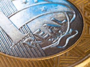 close em moeda de R$ 1 representando salário mínimo em 2022