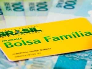 cartão do Bolsa Família representando decreto que aumenta IOF para custear novo Bolso Família.