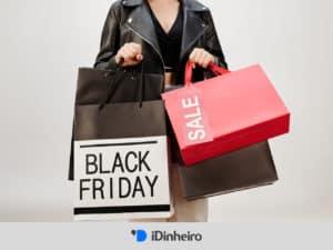 capa do artigo dicas black friday, com mulher carregando sacolas de compras