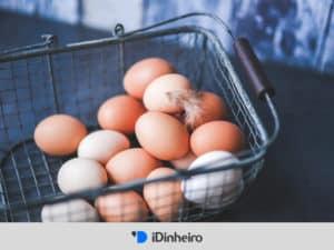 ovos em uma cesta representando o conceito de diversificação