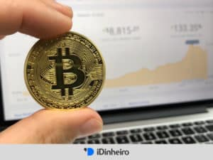 moeda representando o artigo investir em bitcoin é seguro